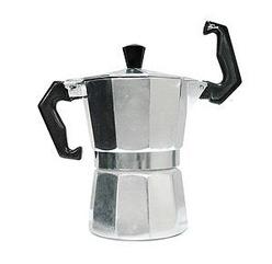 Me he cargado mi segunda cafetera italiana (sólo he tenido dos) y tengo que comprarme otra urgéntemente antes de que el café soluble haga que por las venas no me corra suficiente cafeína y alguien sufra las consecuencias